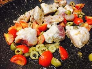 Pesce spada pomodorini capperi e olive, molto classico direi! Rapido è buonissimo  . . . #buonappetito #slurp #healthyfood #healthylifestyle #running #pranzo #nutrizione #sano #energia #benessere #eat #foodporn